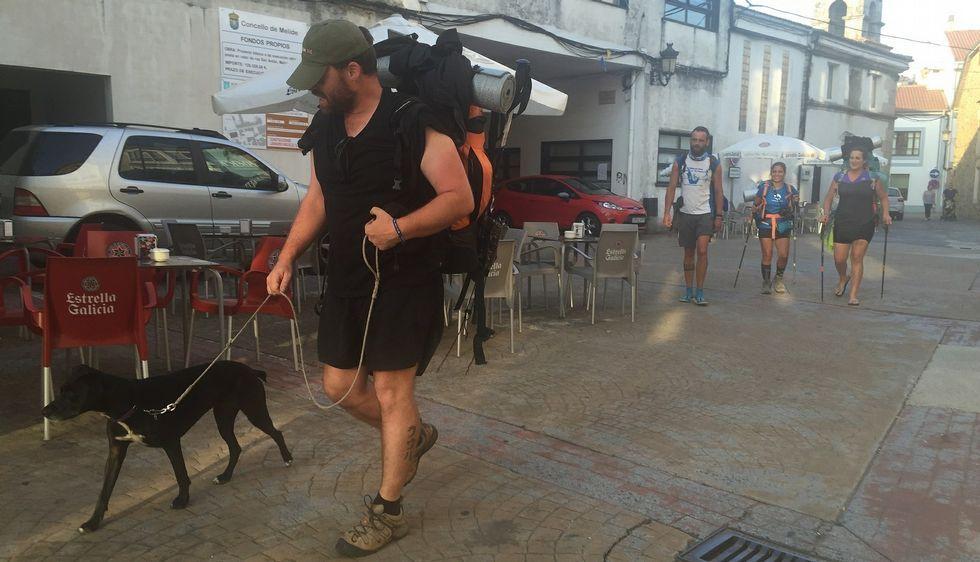 «Hasta el lunes». Los trabajadores de Correos intentaban ayer realizar su trabajo con normalidad -se despidieron con un «hasta el lunes»-, pero los paraban por la calle para felicitarlos.