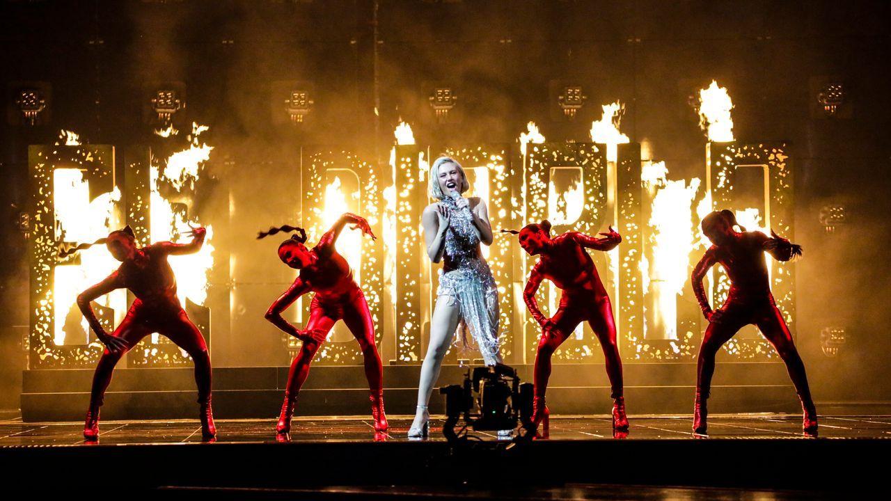 Chipre: la cantante Elena Tsagrinou ensayando su tema «El diablo» en el escenario de Eurovisión 2021