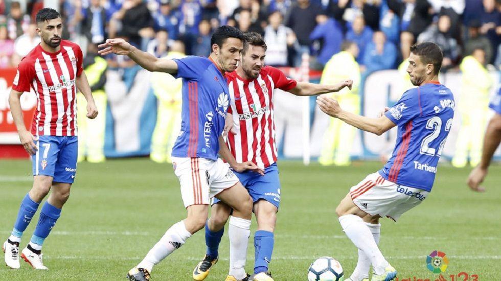 La genial imitación de Lorenzo Caprile en «Late Motiv».Folch pugna por un balón con Moi Gómez en el Sporting-Oviedo