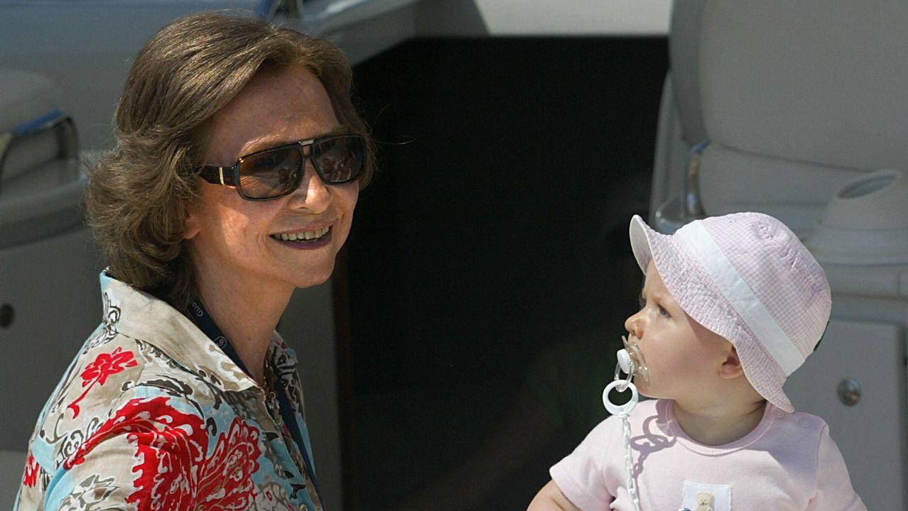 Con su nieta, la Princesa Leonor en Mallorca, en 2006