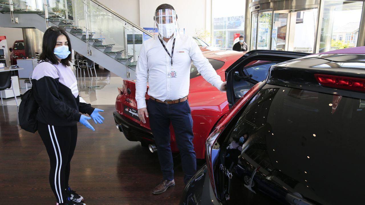 Las fotos de los coches de lujo y de quienes fueron a verlos en Monforte.Integrantes del club de descapotables Roadsters.com, en una reciente excursió en Quiroga