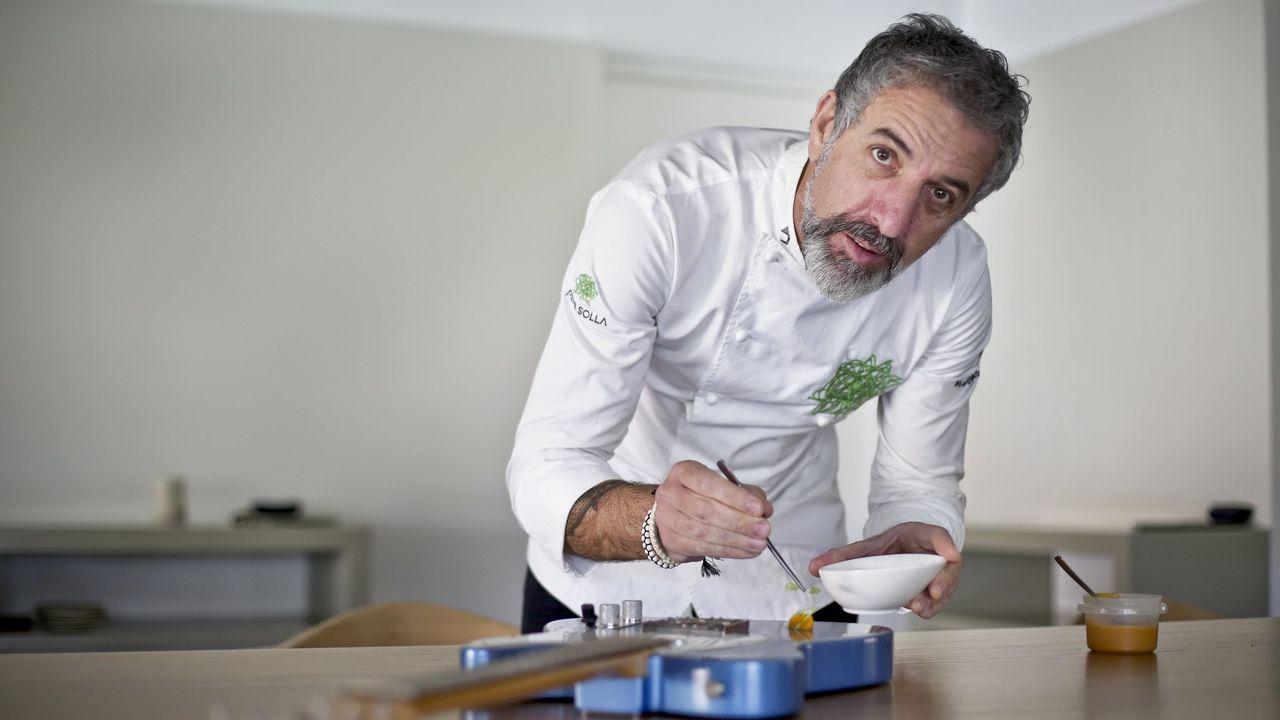 El nuevo restaurante de Marcelo Tejedor, por dentro.El Padre Ángel recoge el galardón que le conceden en los Premios Nacionales de Hostelería
