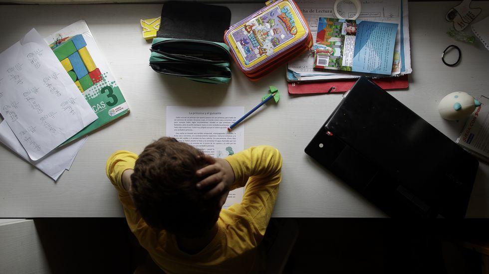 Alumno trabajando desde casa