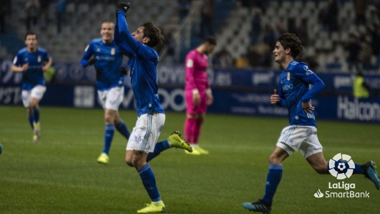Sangalli y Javi Mier celebran el 1-0 frente al Málaga