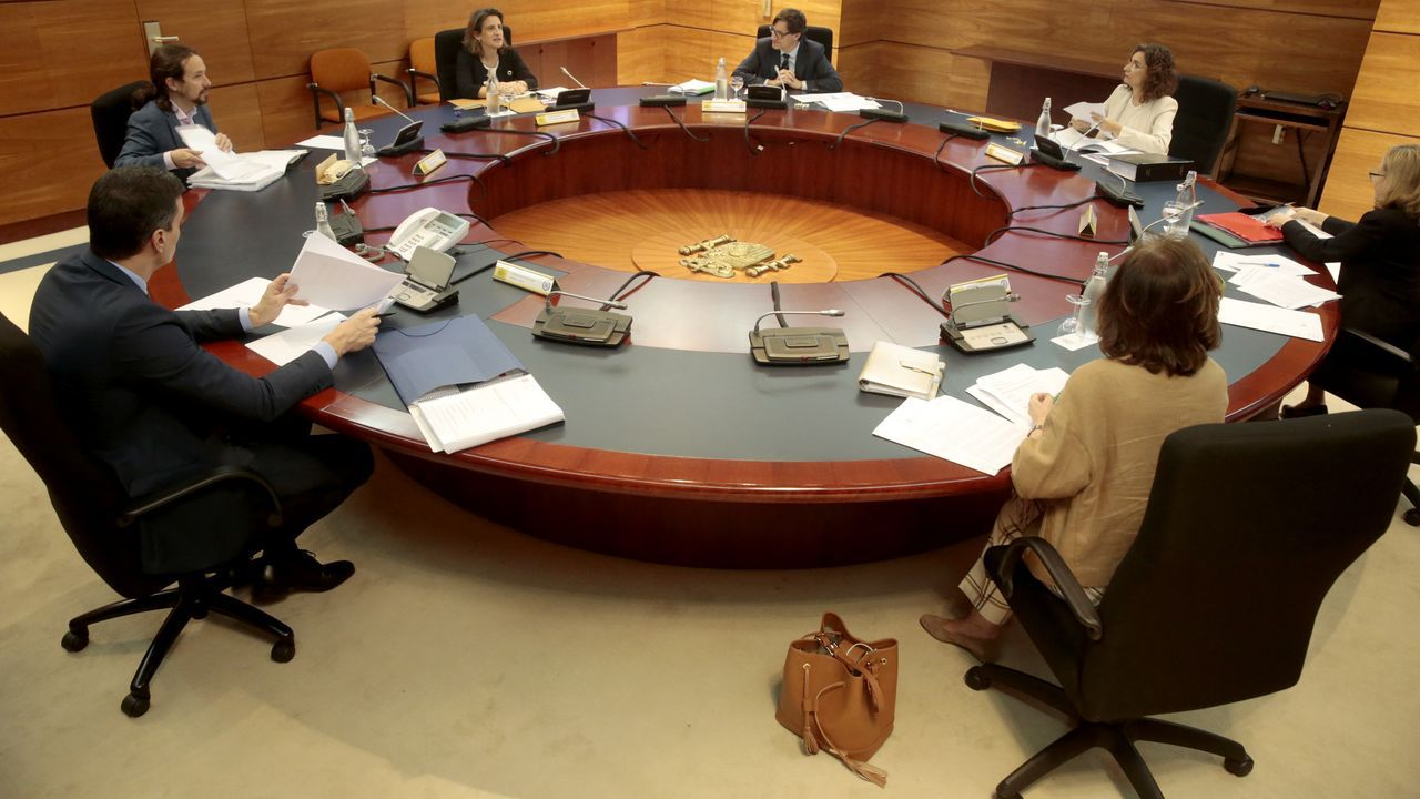 En directo: Comparece el presidente del CIS, José Félix Tezanos.La sede del INEM cerrada, durante la pandemia
