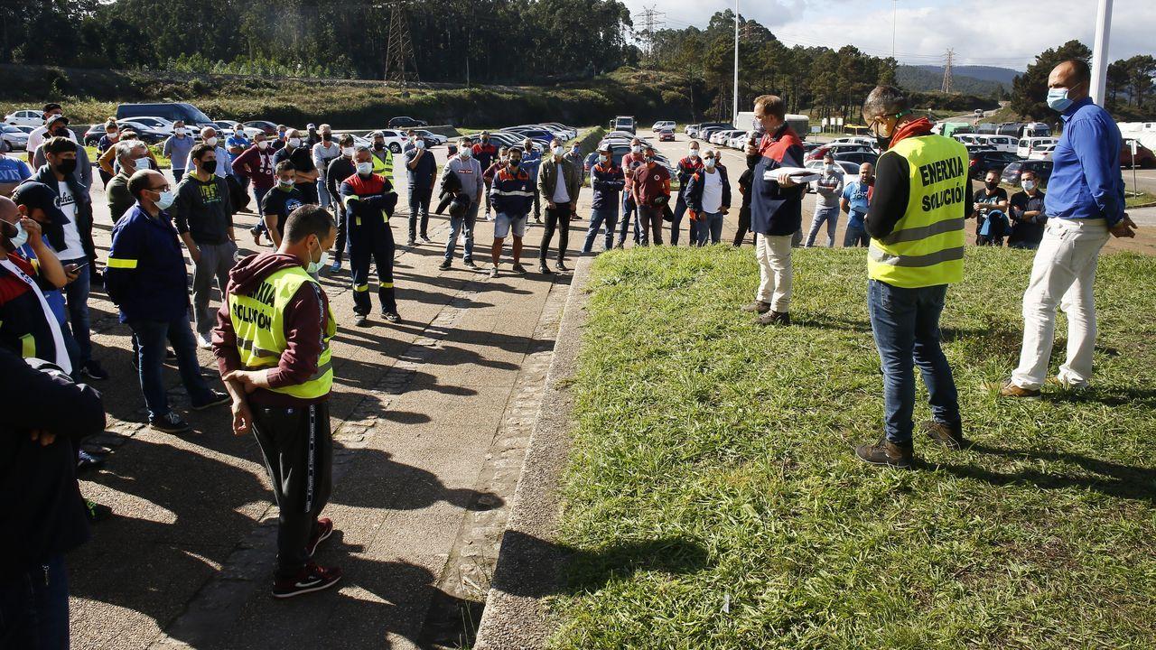 Trabajadores, este sábado, concentrados ante la fábrica