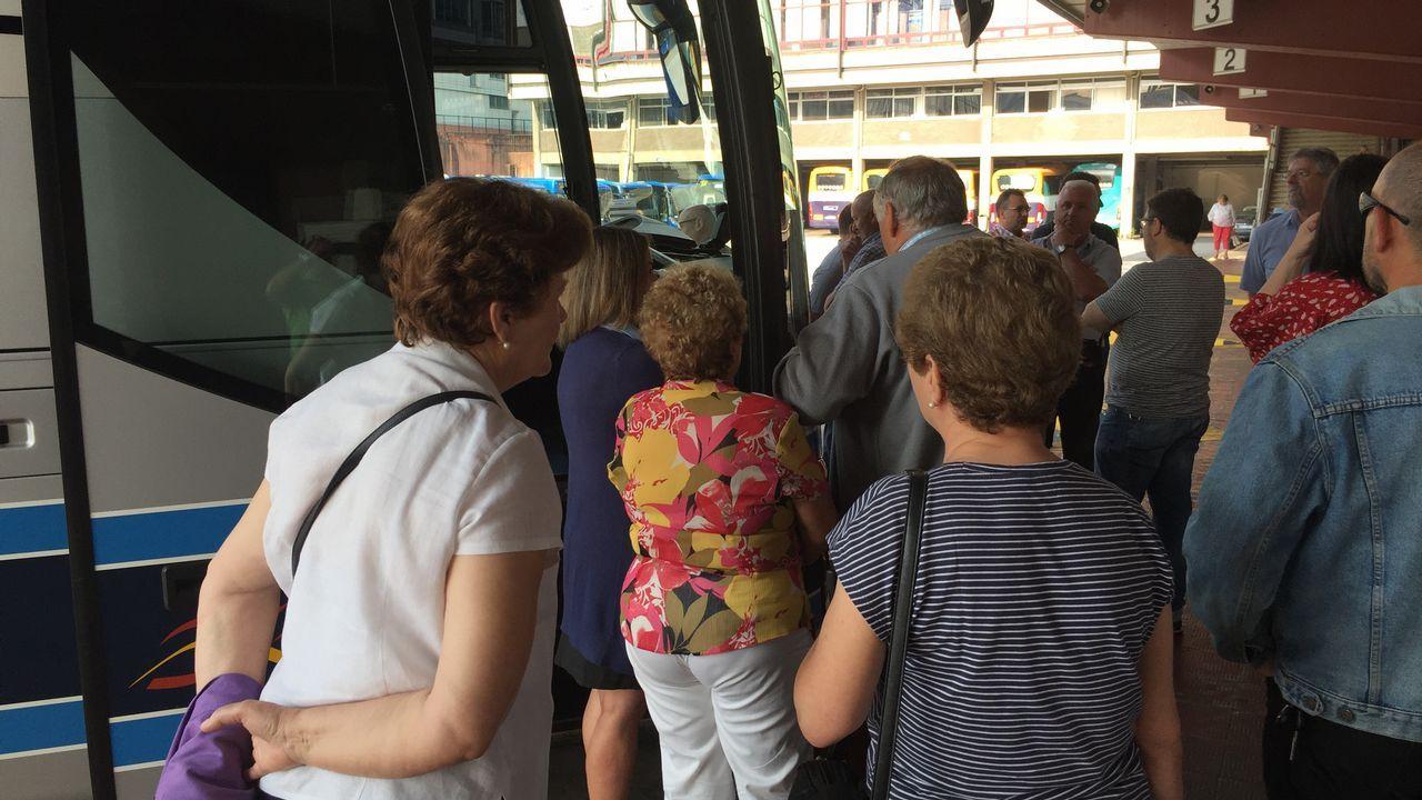 La huelga de transporte tiene paralizado el viaje por carretera desde A Coruña