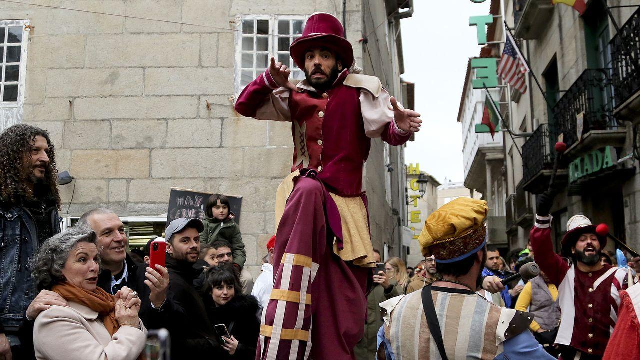 Baiona retrocede cinco siglos para pasarlo en grande.Aurora Marco, autora do ensaio «Irmandiñas», que vén de publicar Laiovento