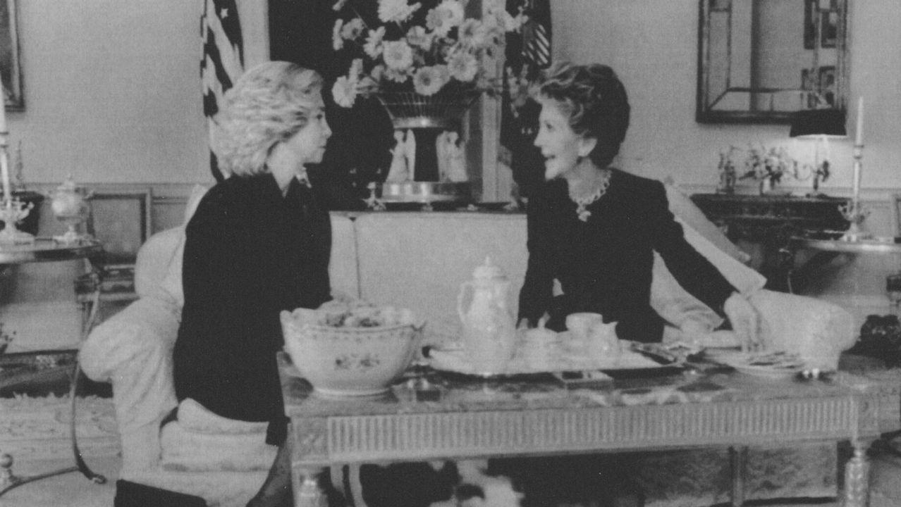 Charlando sobre los problemas de la droga con Nancy Reagan en la Casa Blanca en 1986