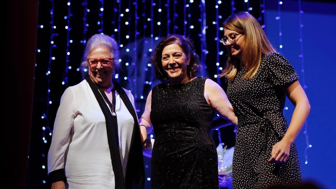 Dos espectadoras italianas, de Florencia, de la serie  El secreto de Puente Viejo  y seguidoras de María Bouzas acudieron a la gala inaugural de sorpresa para ella