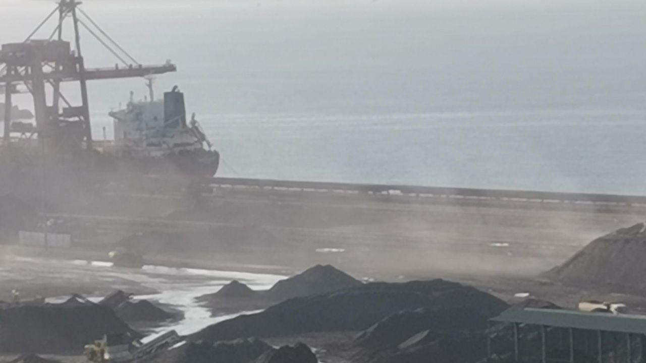 Ecologistas advierten de una nube de polvo en El Musel