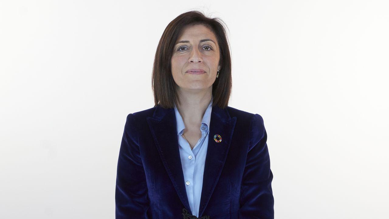 María Ángeles Vázquez, número 1 del PP en A Coruña. Nació en Melide en 1972. Es licenciada en Geografía e Historia por la Universidad de Santiago de Compostela. Técnica en información y cultura. Fue alcaldesa de Melide y diputada provincial en A Coruña entre el 2007 y el 2009. También fue diputada en el Congreso. Es conselleira de Medio Ambiente e Vivenda en funciones