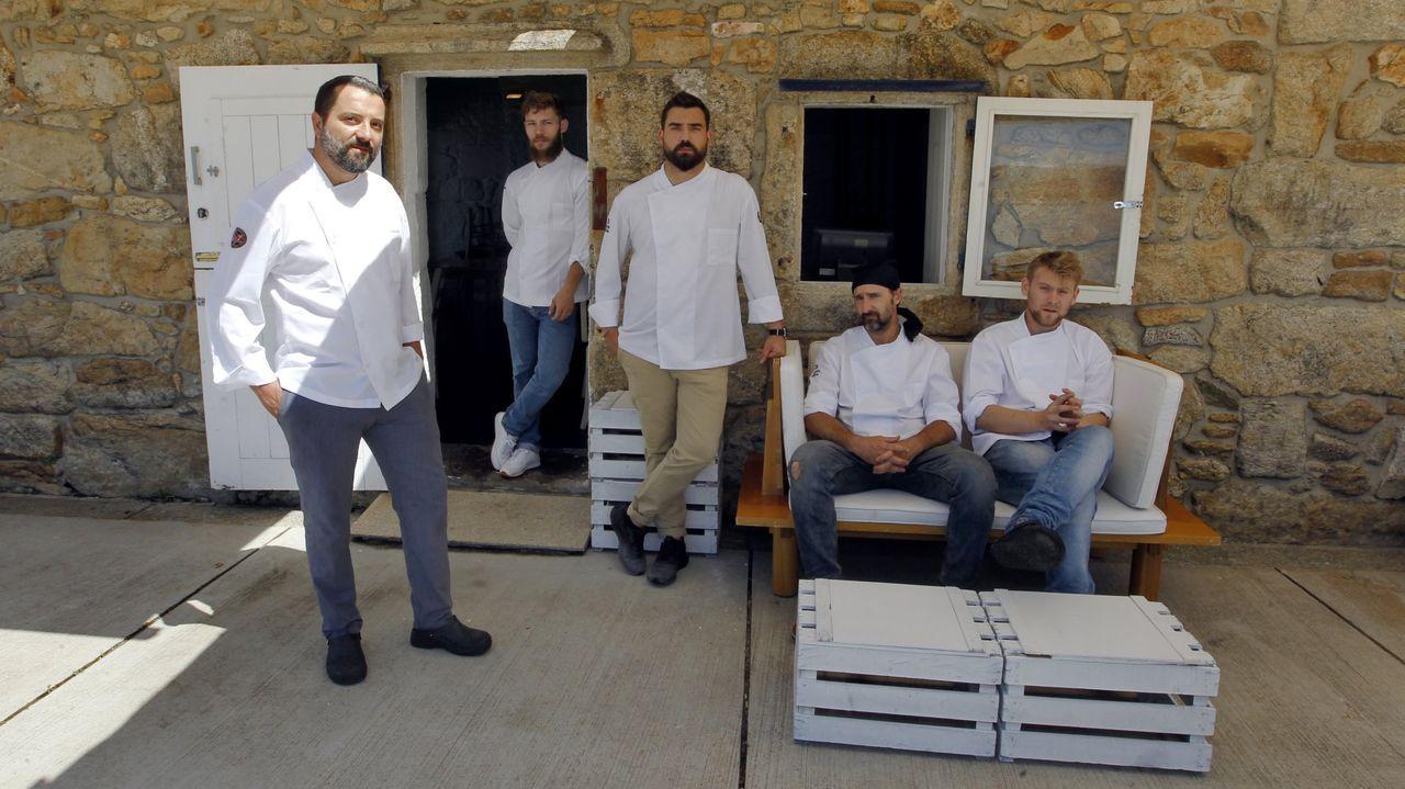 El equipo del restaurante Loxe Mareiro (Carril)