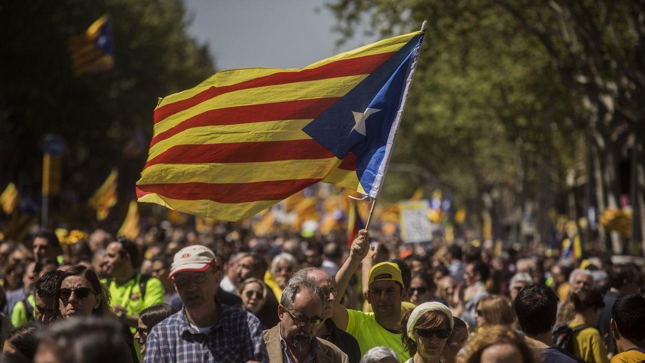 Torra: «Cataluña está esperando a sus políticos honorables».La ministra de Sanidad, Dolores Montserrat, acusó a Puigdemont de alargar «la agonía que el mismo ha creado entre catalanes»