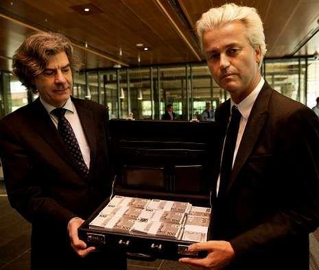 Madrid se engalana para la proclamación.El candidato Marcel de Graaff y Wilders, en un acto a favor de que Holanda recupere el florín.