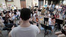 Alumnos del conservatorio municipal en una actuación en la calle, en junio del 2018