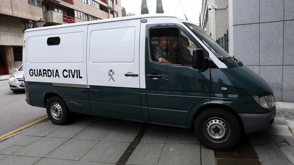 Los cuatro detenidos en la Operación Hulla, en la que se investiga el presunto desvío, apropiación y ocultación de fondos públicos y privados del Montepío de la Minería, llegan a los juzgados de Oviedo para declarar