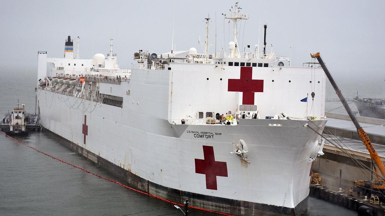 Esta embarcación también operó como un gigantesco centro de procesamiento de migrantes haitianos marítimo. Además, prestó auxilio tras el terremoto de Haití