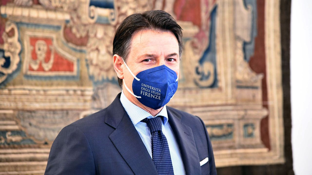 Guiseppe Conte, en su regreso a la Universidad