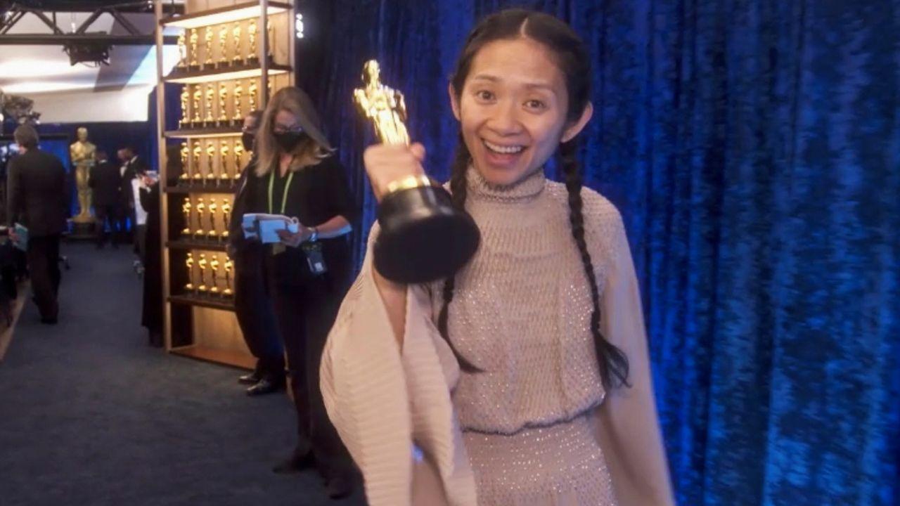 Zhao, tras recoger el Óscar a la mejor dirección