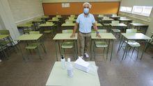 Juan Carlos González Purriños en una aula tipo del CIFP Someso, con capacidad para 22 alumnos.