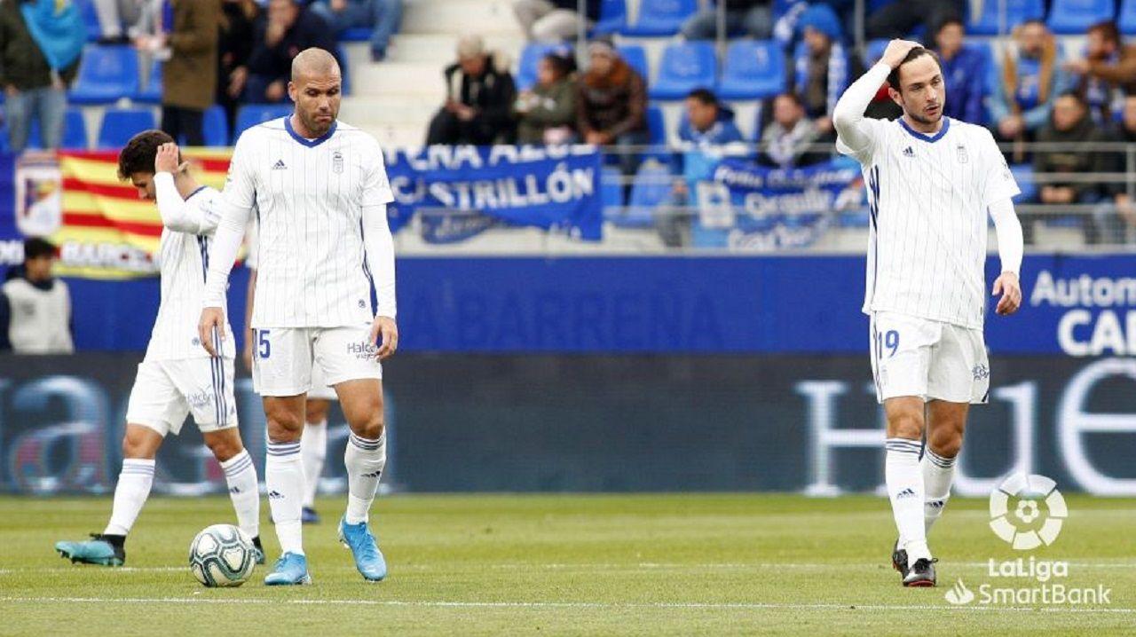 Ortuño y Borja, con Jimmy al fondo, tras uno de los goles del Huesca