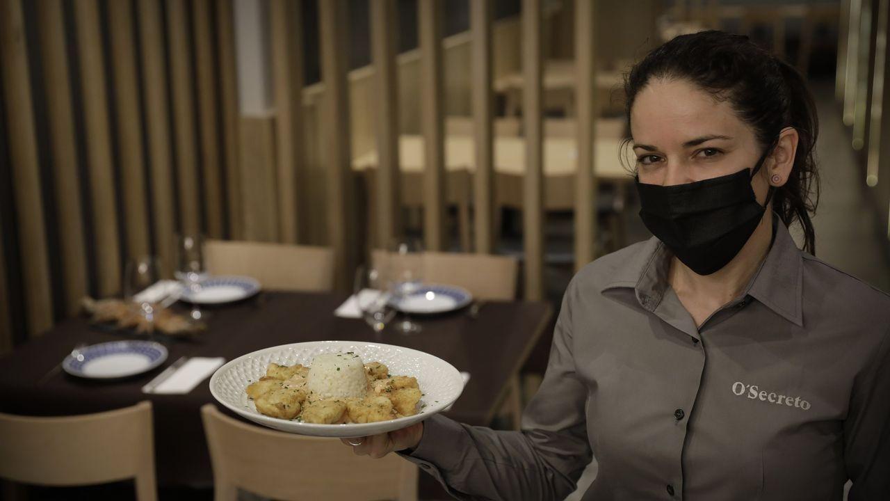 Comemos en la Taberna O Secreto.Las medidas restrictivas obligaron a reducir el aforo en A Mundiña a 45 comensales, cuando antes de la llegada del coronavirus podrían dar servicio a 115 clientes