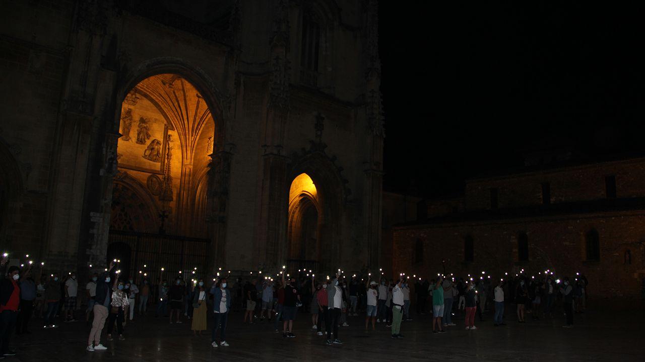 Concentración de los hosteleros en la plaza de Catedral de Oviedo