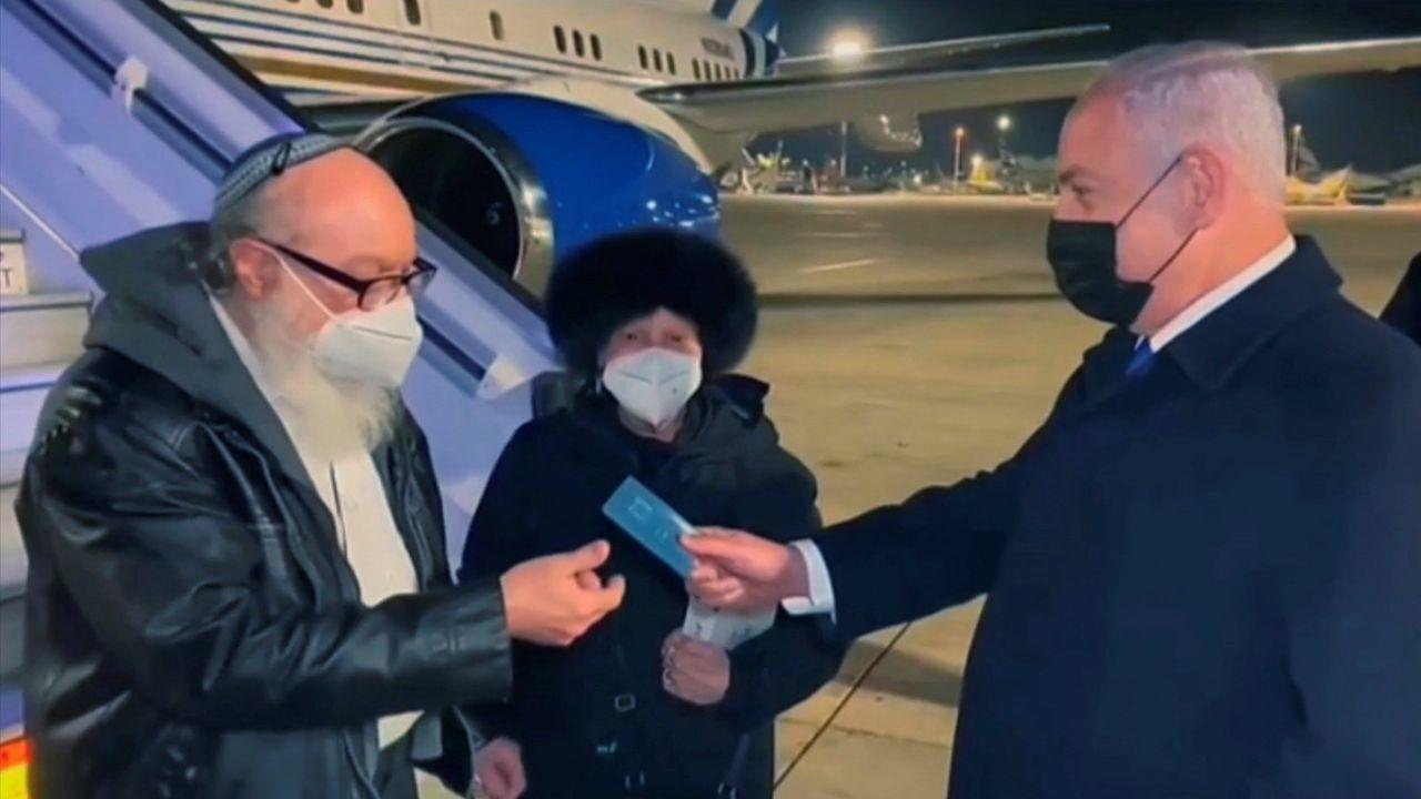 El espía Pollard y su mujer fueron recibidos por Netanyahu en el aeropuerto de Ben Gurión