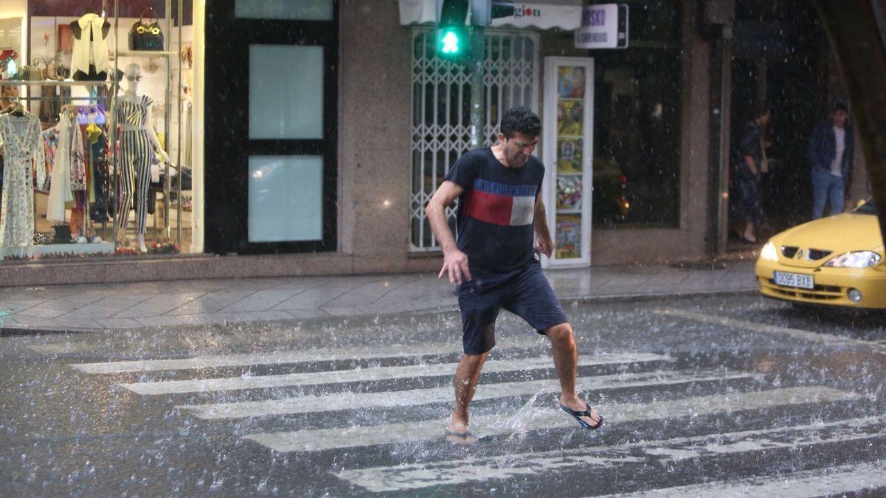 Riada en el casco histórico de Ourense tras la tormenta.Dron de tráfico