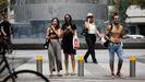 Gente paseando por Teal Aviv en una imagen de archivo del pasado mes de abril