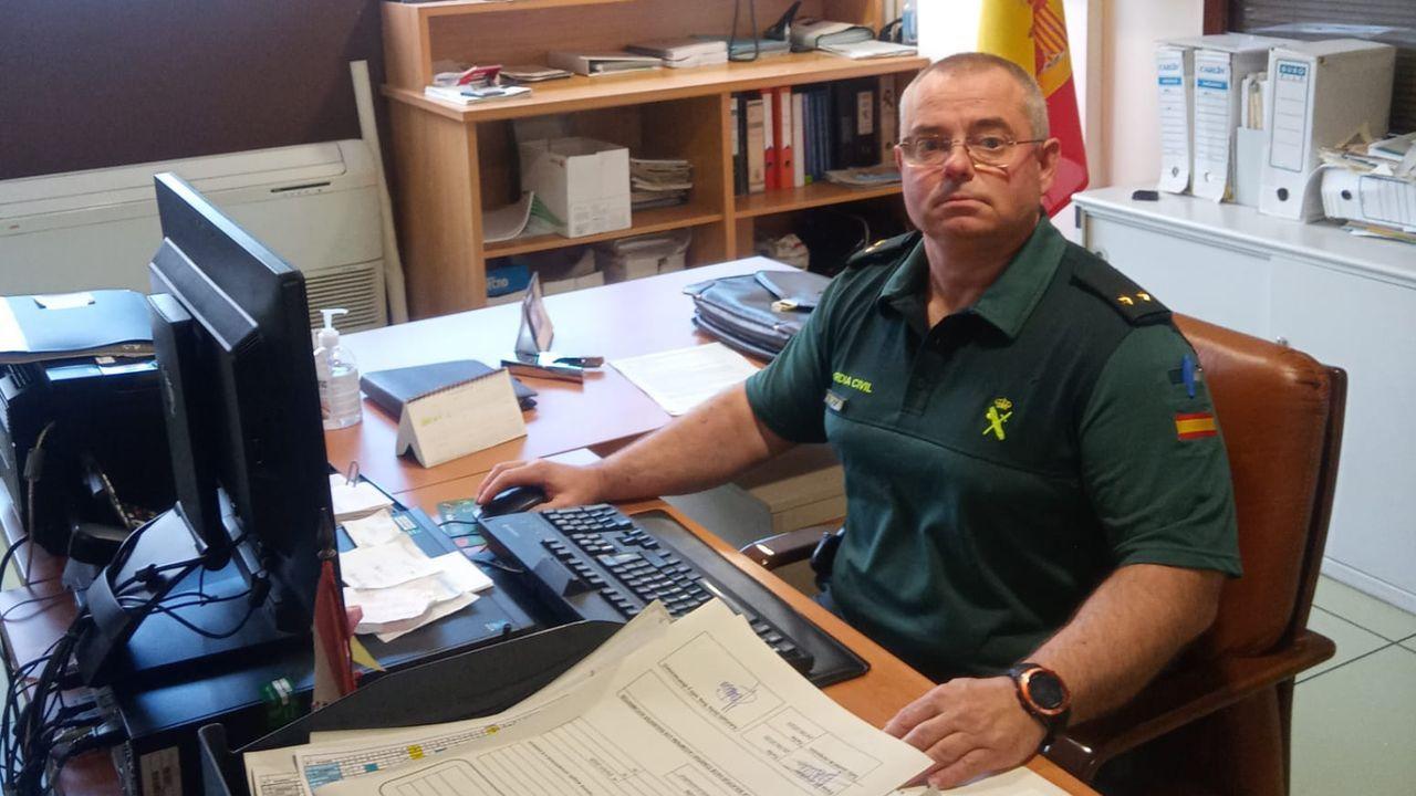 Cabrero trabaja en su estudio de Oza-Cesuras