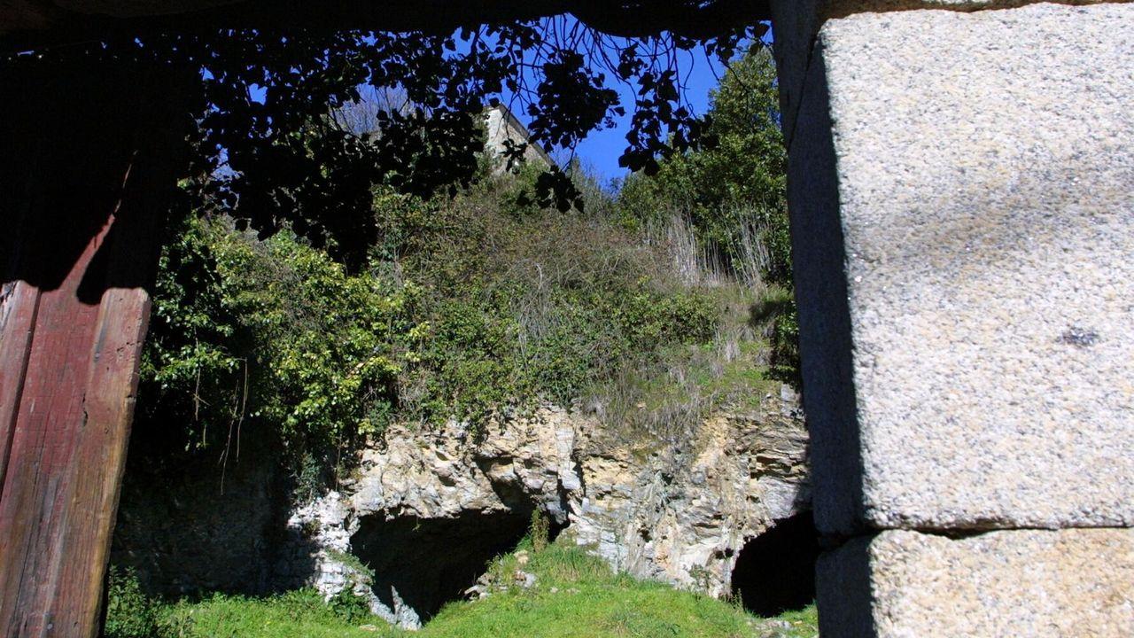 Las cuevas existentes en el conjunto monumental alimentaron leyendas sobre pasadizos