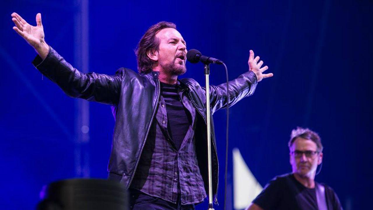 «Compostela, un ano de Voz».Eddie Vedder, vocalista del grupo Pearl Jam, en concierto en el festival I-Days 2018, en Italia