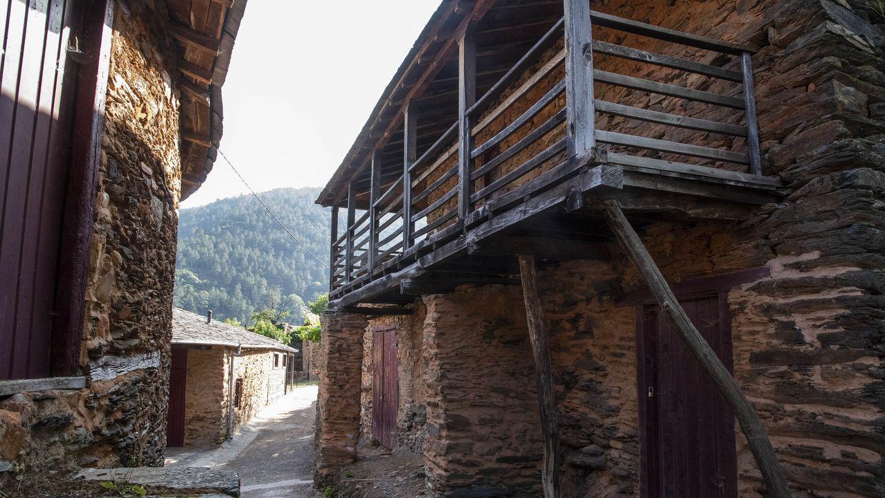 La aldea de A Cubela, sometida hace años a un plan de restauración integral, conserva un interesante conjunto de arquitectura tradicional