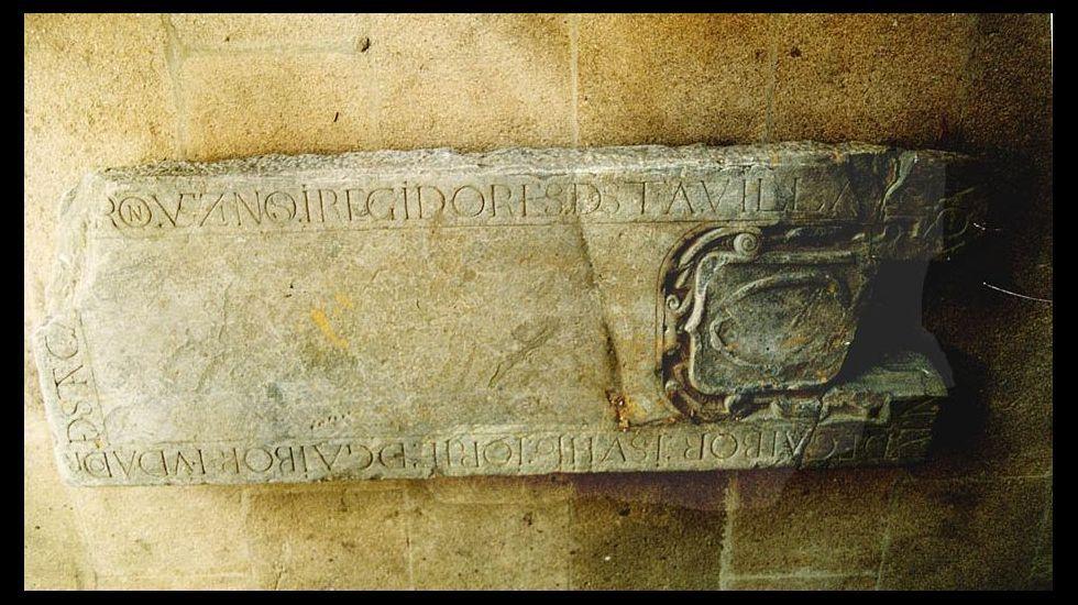 Lápida de la familia Gaibor, expuesta actualmente en el museo arqueológico de Ourense