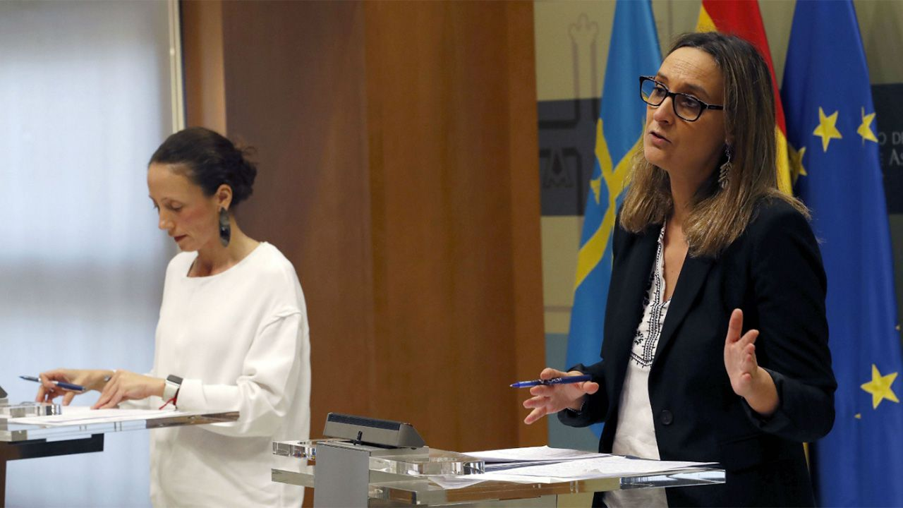 Colas en los juzgados de Vigo.Melania Álvarez y Rita Camblor
