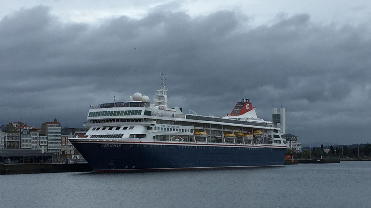 El Braemar, en A Coruña.Las tareas de reflotamiento del buque Sierra Nava, encallado en la Bahía de Algeciras el 28 de enero del 2007.