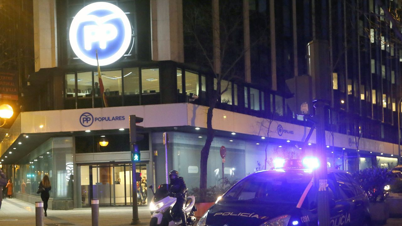 FEBRERO 2016. La Unidad Central Operativa (UCO) de la Guardia Civil realiza un registro en la sede central del PP, en la calle Génova, en el marco de la Operación Púnica sobre corrupción municipal y autonómica