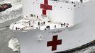 La traducción del nombre del Comfort al español, La comodidad, hace referencia a que cuenta con una atención sanitaria mejor a la de un hospital de campaña