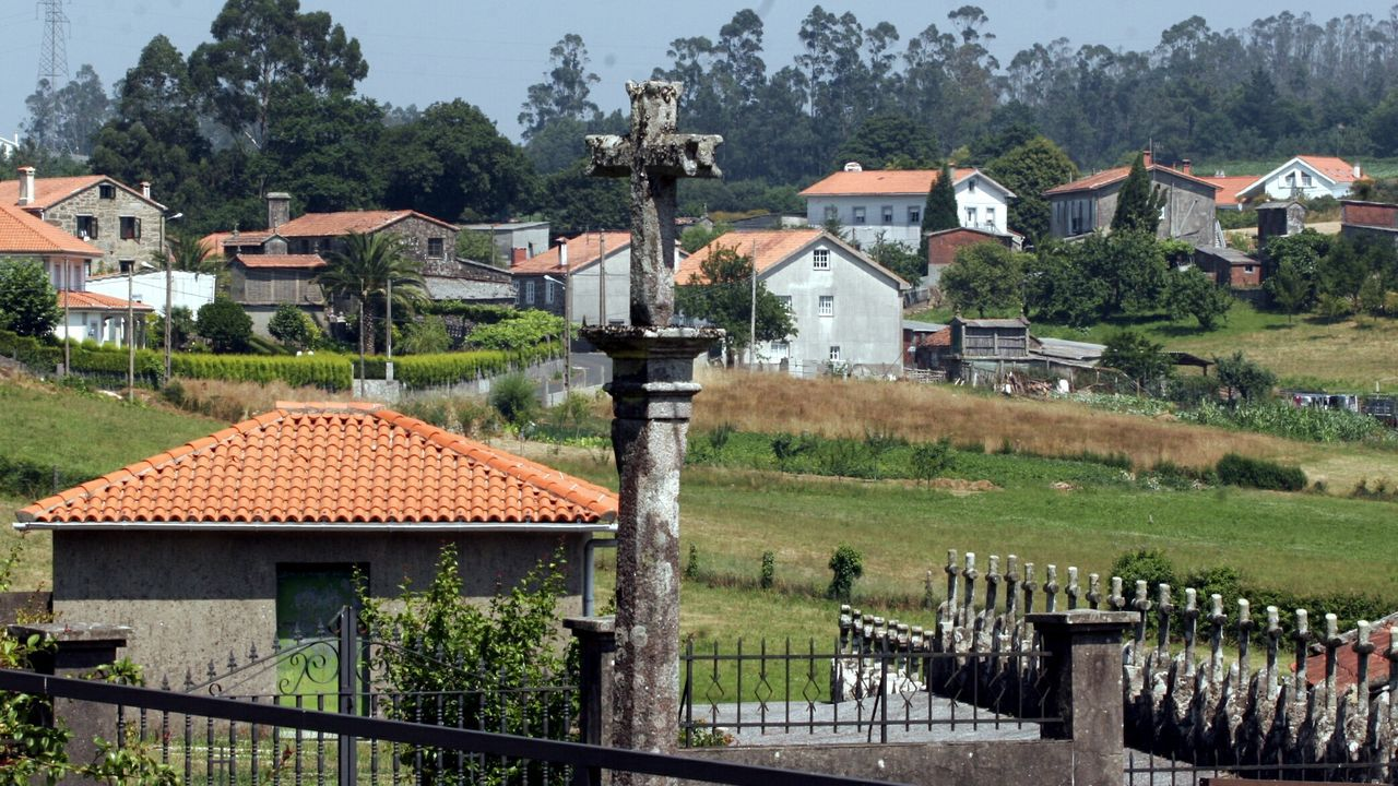 El edificio sin terminar en Salgueiriños que debería haber acogido el parque comarcal de bomberos de Santiago