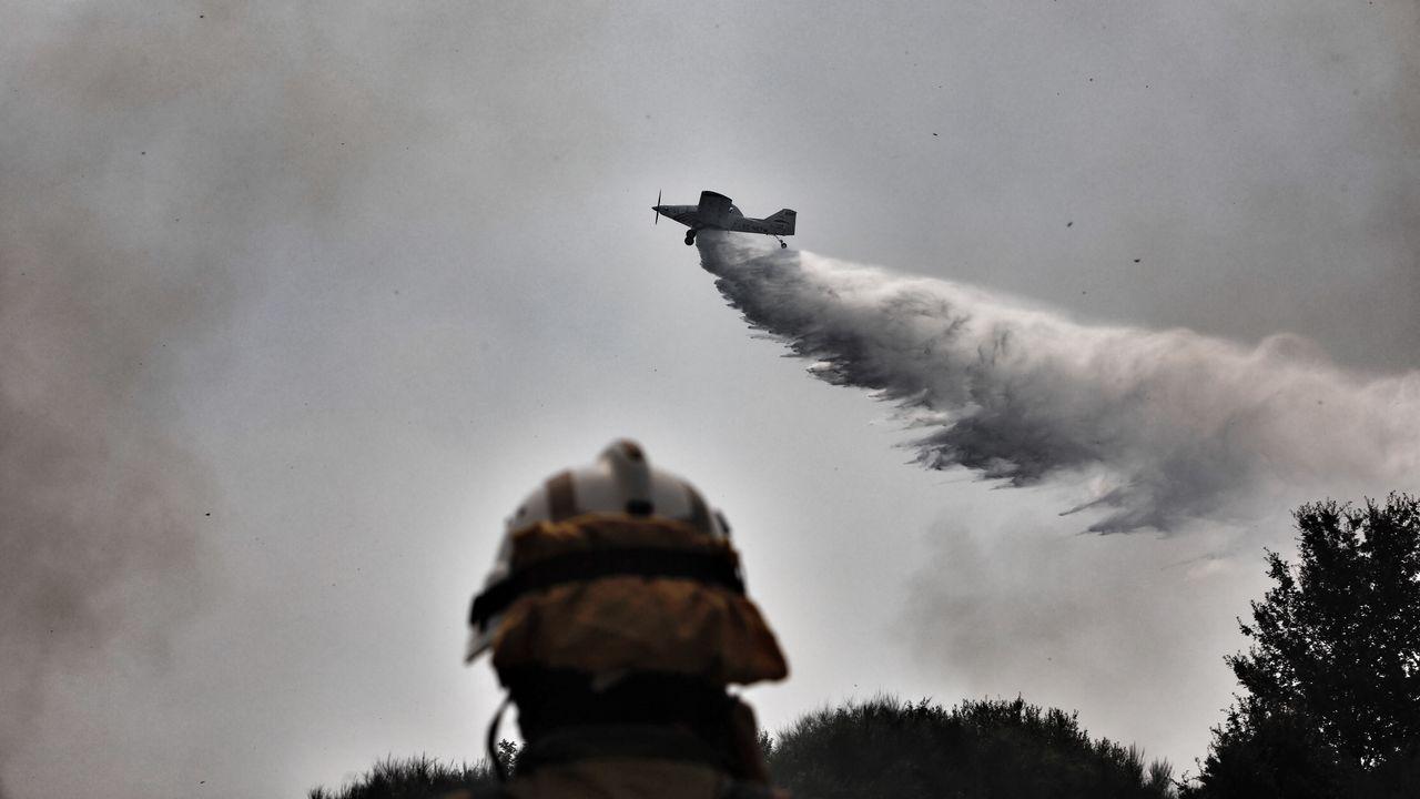 Día de siega en Castro Caldelas.El incendio en Monterrei es el más grande de Galicia en lo que va de verano