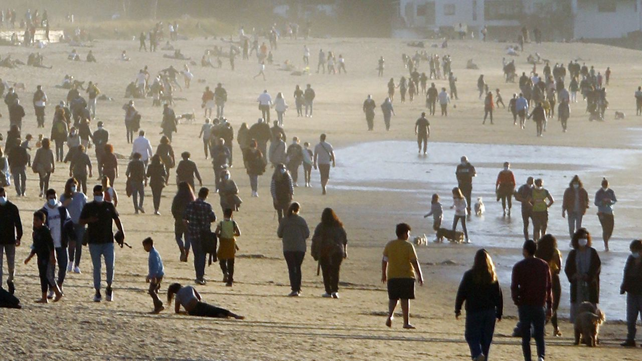Galicia se echa a la calle.Prados nevados en A Pobra de Trives en diciembre del 2020
