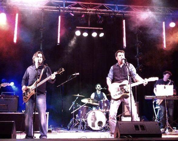 Componentes del grupo Spirits in the night en uno de sus conciertos