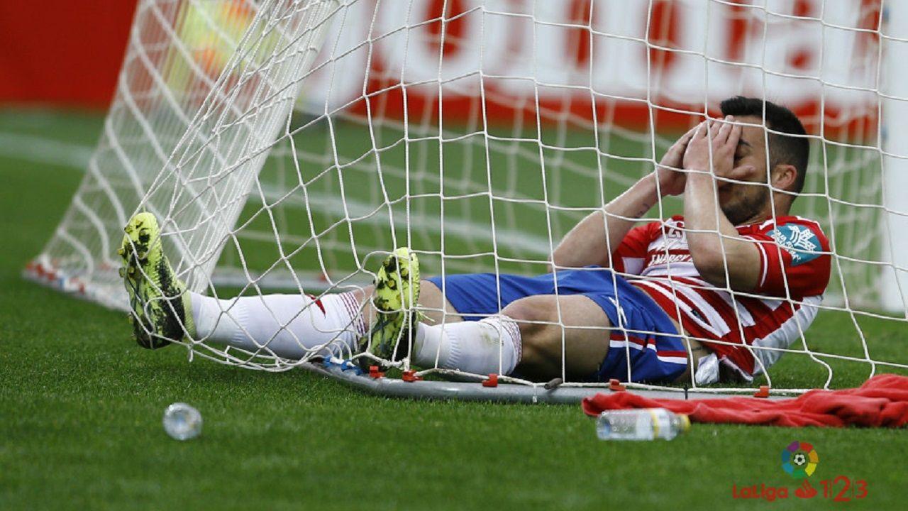 Alfonso Herrero Folch Cotugno Real Oviedo Huesca Carlos Tartiere.Joselu se lamenta en el Granada-Nàstic