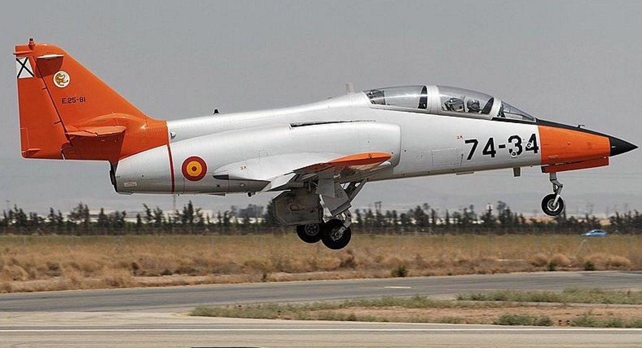 Avión Casa C-101, un modelo igual al que cayó en Murcia