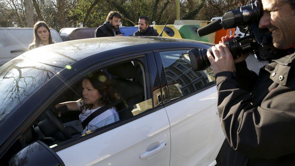 Cuando sacó el carné de conducir en febrero pasado, Celia Regueira dio un paseo por Arteixo ante la mirada de amigos y medios de comunicación