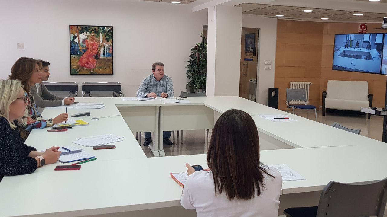 Un 30 % de lastiendas de Príncipe y Urzaizya han abierto o se preparan para levantar la verja el lunes.Reunión del puesto de mando avanzado de la Xunta en Ourense