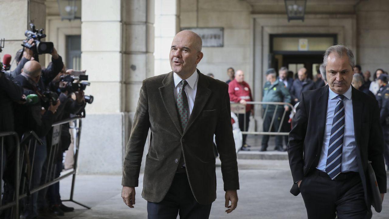 El expresidente de la Junta de Andalucía, Manuel Chaves, a su llegada al juicio del caso ERE, del que la jueza Núñez Bolaños fue instructora, en la Audiencia Provincial de Sevilla en noviembre del 2019
