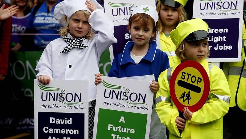 Multitudinaria manifestación en Londres contra los recortes